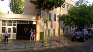 Ambasada SUA din Madrid, luată cu asalt de doi bețivi?!