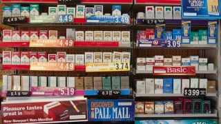 Americanii nu şi-ar mai permite să-şi cumpere ţigări dacă acestea s-ar scumpi cu 1 dolar