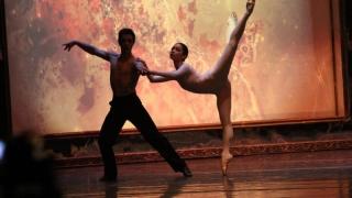 """""""Amor caliente"""", o poveste de dragoste în pași de dans, cu muzică live"""
