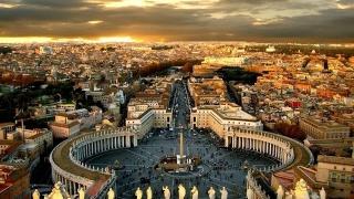Campania electorală le-a luat minţile! Italienii au uitat de cea mai importantă sursă de venit, turismul!