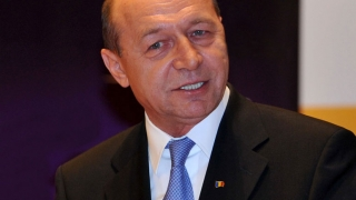 """Băsescu: """"Am obligaţia să candidez, dacă ajută PMP"""""""