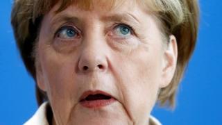Angela Merkel pune internetul la zid