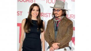 Angelina Jolie s-a mutat în Malibu și se consolează cu... Johnny Depp