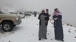 A nins în deșert: saudiții s-au dat pe gheață!