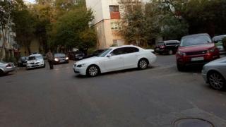 """A """"parcat ca un bou"""" în mijlocul intersecției. Poliția l-a așteptat pe """"șofer""""!"""