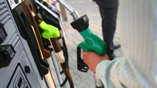 Cât de mult s-au ieftinit benzina şi motorina din cauza pandemiei coronvairusului. Preţul carburanţilor în România