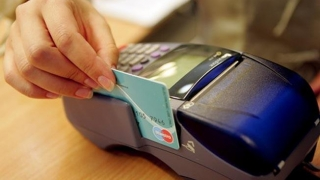 Carduri nefuncţionale! Clienții cărei bănci vor avea de suferit