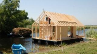 Ai un plaur? Fă-ți o pensiune! Ministrul turismului dă liber la construcții în Delta Dunării.