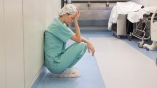Asistenta de la Spitalul de Pediatrie din Sibiu a murit din cauza epuizării. S-a deschis dosar penal