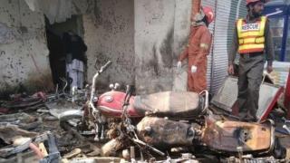 Atac sinucigaş la un tribunal din Pakistan