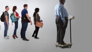 Aţi fost vreodată cântărit la aeroport? S-ar putea să fiţi de acum înainte!