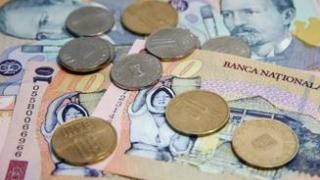 Euro scade spre nivelul de 4,64 lei, dar rămâne peste pragul din august 2012