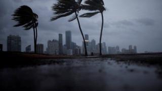 Cât vor costa economia SUA uraganele Irma și Harvey