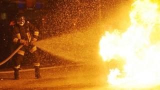 Incendiu violent la un depozit de materiale plastice