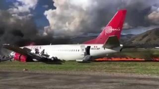 Avion cu 141 de persoane la bord, în flăcări, la aterizare