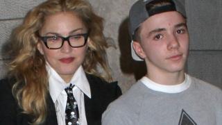 Băiatul Madonnei, arestat pentru consum de droguri