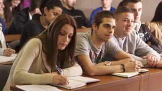 Bani mai mulți pentru studenți