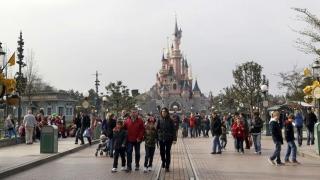 Bărbat înarmat, arestat la Disneyland din Paris