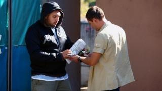 Trei bișnițari au descărcat marfa la Poliție