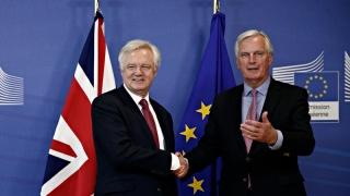 Britanicii își golesc buzunarele