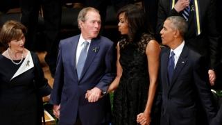 Bush și Obama au omagiat... diferit polițiștii uciși în Texas