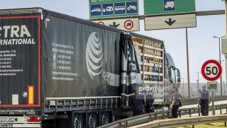 Camioane est-europene, inclusiv din România, atacate cu pietre în Franţa