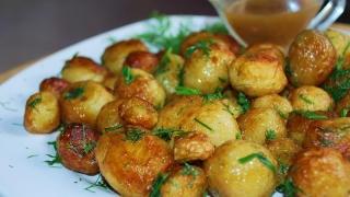 Cartofi noi la cuptor, un deliciu de primăvară