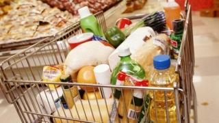 Câte coşuri cu alimente poţi cumpăra din salariul lunar? Un român = 28, un polonez = 50