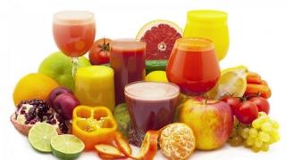 Câte pahare de sucuri din fructe a băut fiecare român în 2015?