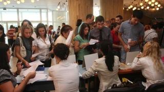 Câte persoane s-au angajat prin Bursa locurilor de muncă?