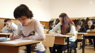 Câți elevi participă la simularea la Matematică și Istorie