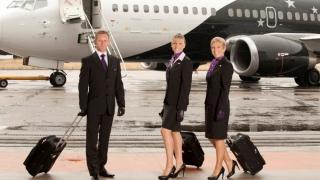 Cât te costă să ajungi stewardesă. Răsplata e pe măsură