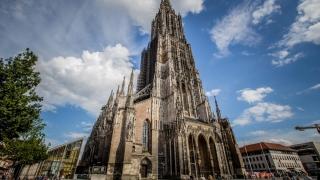 Cea mai mare biserică din lume, în pericol din cauza păcătoșilor care fac pipi pe ea!
