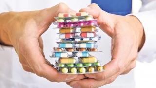 Ce au de câştigat românii de pe urma achiziţiei publice centralizate de medicamente