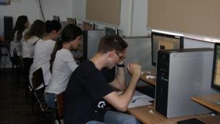Cei mai mulți elevi de a XII-a, de nivel mediu la proba digitală