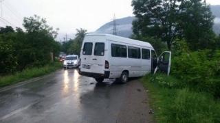 Confruntare mortală între un microbuz și un Renault