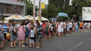 Sute de oameni au dat năvală la Delfinariul din Constanța! Vezi de ce!