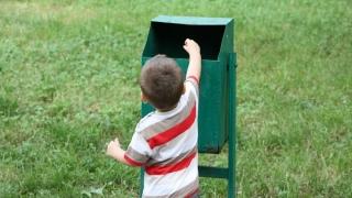 Colectarea selectivă a deșeurilor - materie obligatorie în școli?