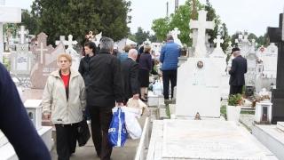 Constănțenii s-au călcat în picioare în cimitire