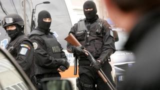Contrabandiști săltați din case de trupele speciale ale Poliției