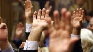 Conversia creditelor, votată cu ambele mâini