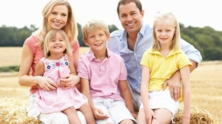 Copiii cu părinți plecați în străinătate nu sunt ai nimănui