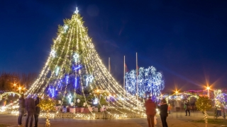 """Copiii orfani se simt """"acasă"""" de Moş Nicolae, în Tărâmul Magic al Crăciunului"""
