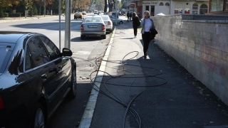 Covor de cabluri electrice în plin bulevard constănțean. Cum e posibil?