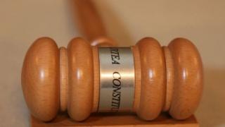 Războiul MApN - Klaus Iohannis se mută la Curtea Constituțională
