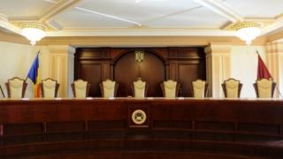 """CCR a amânat dezbaterea pe iniţiativa """"Fără penali"""", de revizuire a Constituţiei"""