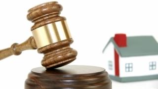 CCR judecă marţi 33 de sesizări privind neconstituţionalitatea legii dării în plată
