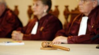 Sesizarea privind legea ce interzice persoanelor condamnate să fie în Guvern, discutată de CCR