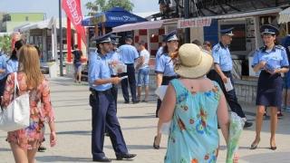 Cum fac față polițiștii valului uriaș de turiști?