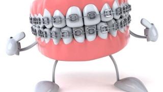 Așa îți dai seama că cel mic are nevoie de aparat dentar